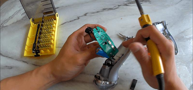 给用了七八年的飞科FS330剃须刀换个电池(含图文视频)